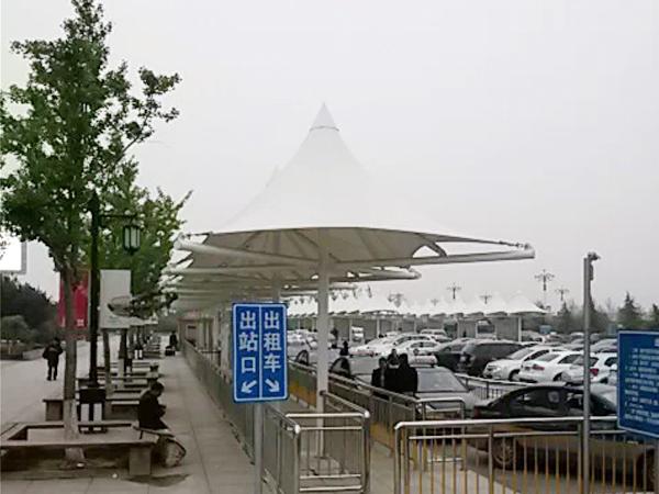 双挑拱帽式膜结构汽车棚